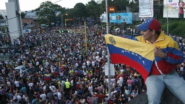 Los partidarios de la oposición celebran la victoria en las elecciones parlamentarias