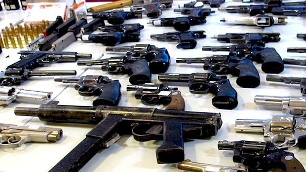 Alijo de armas decomisado recientemente a una banda en Caracas