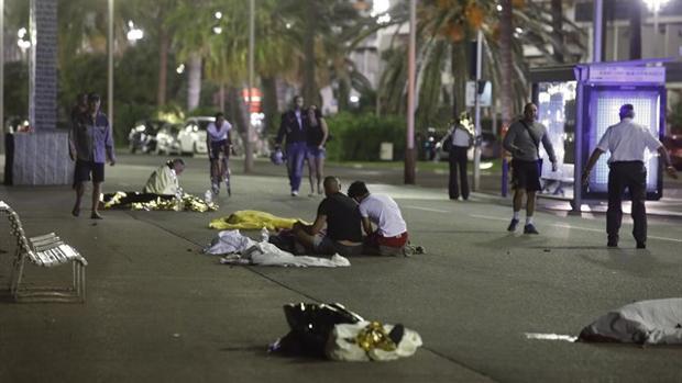Imagen del atentado que mató a 84 personas el Día de la Bastilla en el Paseo de los Ingleses en Niza