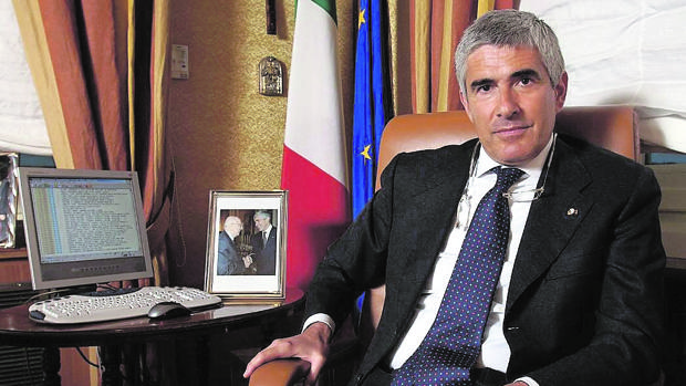Casini, en su despacho