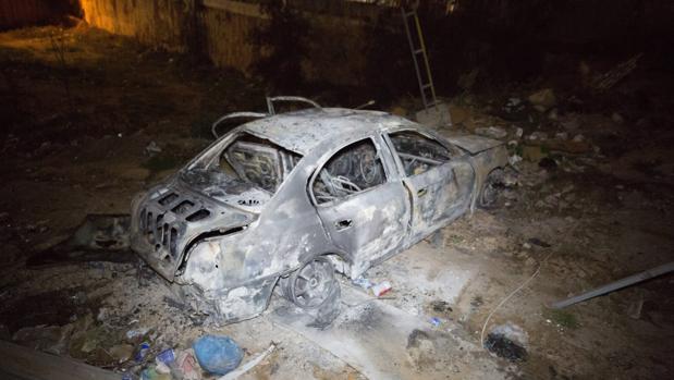 Coche bomba que ha explotado este sábado junto a la embajada de Italia en Trípoli, Libia