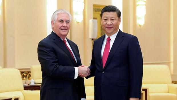 El responsable de la diplomacia estadounidense, Rex Tillerson, y el presidente chino, Xi Jinping