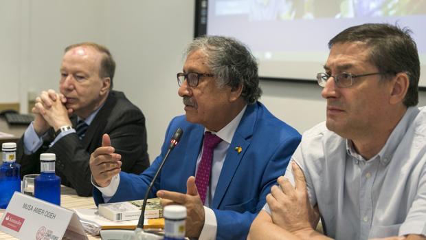 Musa Amer Odeh, en el centro, durante su intervención el los cursos de verano de la Universidad Complutense en El Escorial