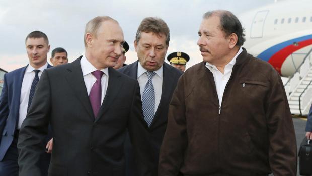 Vladimir Putin y Daniel Ortega durante una visita del presidente ruso a Managua en 2014