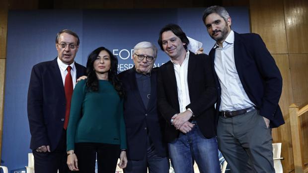 De izq. a dcha.: Rafael Mañueco, Mercedes Gallego, Juan P. Quiñonero, Pablo M. Díez y Javier Ansorena