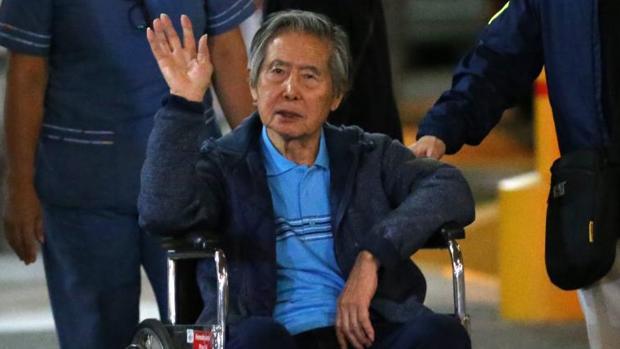 Alberto Fujimori, a su salida del hospital, este viernes en Lima