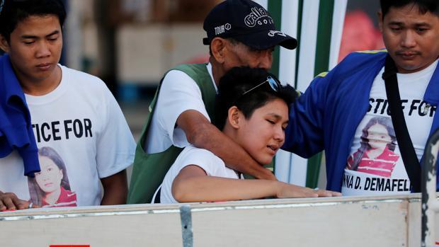 El cadáver de Joanna Demafelis, la filipina asesinada y guardada en un congelador en Kuwait, llega a Manila