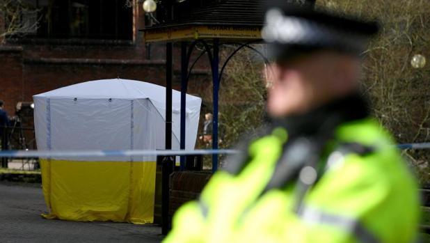 Banco precintado de un parque de Salisbury (Reino Unido), donde fueron hallados inconscientes el exespía ruso y su hija