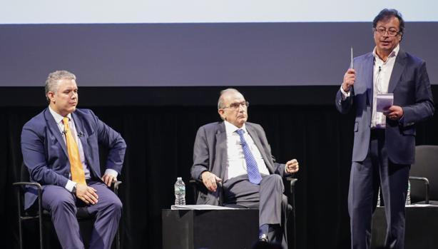 Los candidatos a las presidenciales, Iván Duque (izquierda), Humberto de la Calle (centro) y Gustavo Petro (derecha), durante un foro académicio la semana pasada en Nueva York