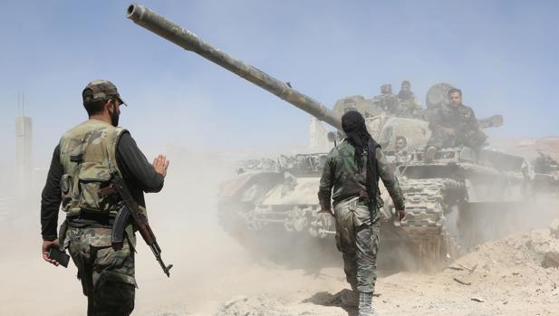 Fuerzas leales a Bashar al Assad, en su avance hacia Duma el pasado 7 de abril