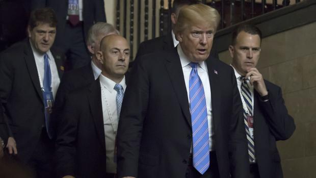 El presidente estadounidense, Donald Trump, en el momento en que abandona la cumbre del G7