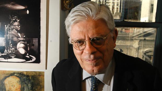 Fotografía de archivo del 6 de mayo de 2004 del caricaturista y artista plástico uruguayo-argentino Hermenegildo «Menchi» Sábat