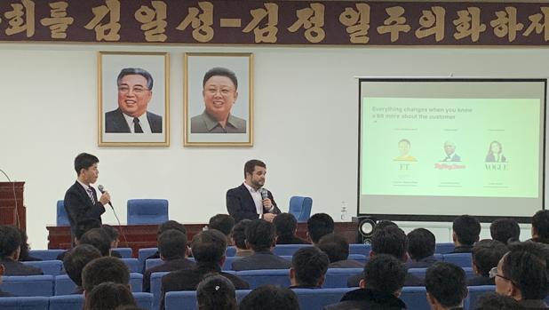 Álvaro Quesada imparte clases de Empresariales en Corea del Norte
