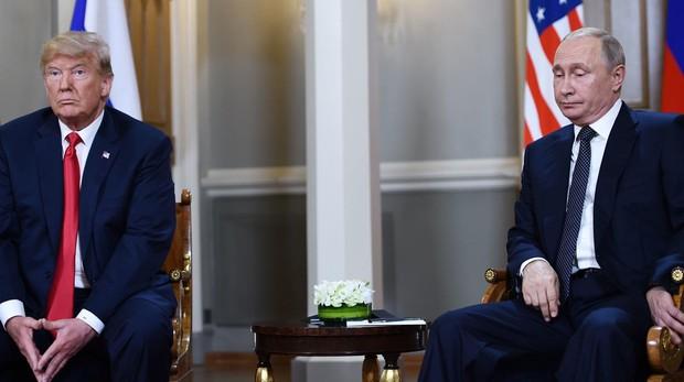 El presidente de Estados Unidos, Donald Trump, con el presidente de Rusia, Vladimir Putin