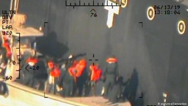 El Departamento de Defensa de EE.UU. publica las fotos que prueban la implicación de Irán en los ataques a los dos buques pertroleros