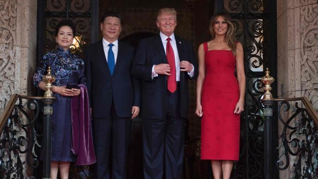 Peng Liyuan junta con su esposo el presidente de China Xi Jinping, Donald Trump y su esposa Melania Trump