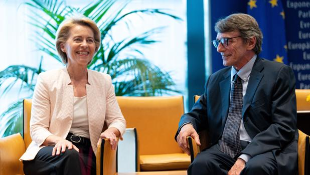 La Presidente de la Comisión Europea, Ursula Von der Leyen y el presidente del Parlamento Europeo David-María Sassoli se encuentran por primera vez tras tomar sus cargos