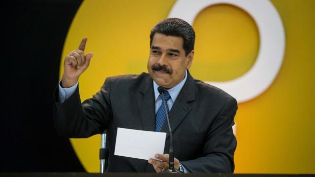 Maduro usa testaferros para apropiarse del dinero de las tasas aeroportuarias