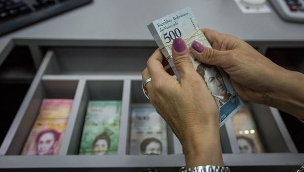 El salario mínimo de Venezuela cae a los 3,55 dólares