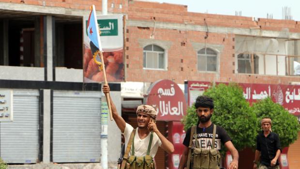 Miembros de la milicia separatista Consejo de Transición del Sur de Yemen, ayer en Adén