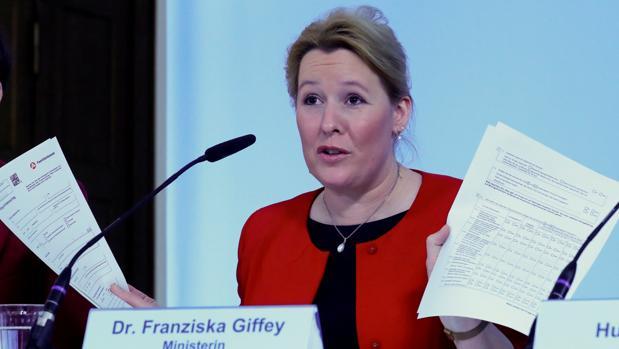 La ministra Franziska Giffey durante la presentación de una ley de apoyo a las familias