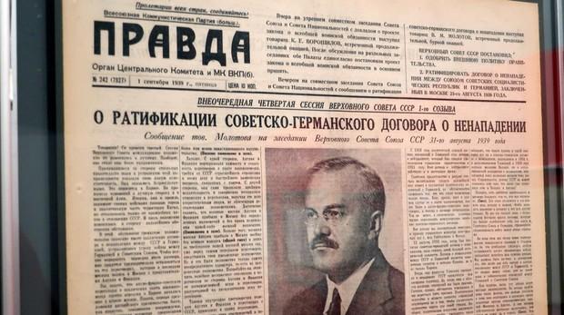 Portada del diario Pravda (1939) sobre la ratificación por el Sóviet Supremo del pacto Mólotov-Ribbentrop
