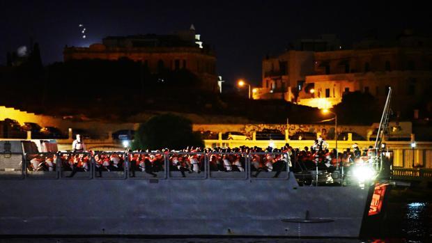 Llegan a Malta los 356 inmigrantes rescatados por el Ocean Viking