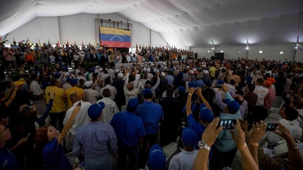 Guaidó agita la calle para presionar a Maduro