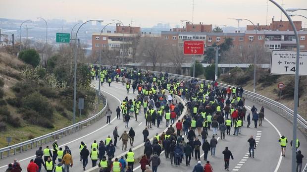 Reaparecen los «chalecos amarillos» en Francia: minoritarios, pero más radicales