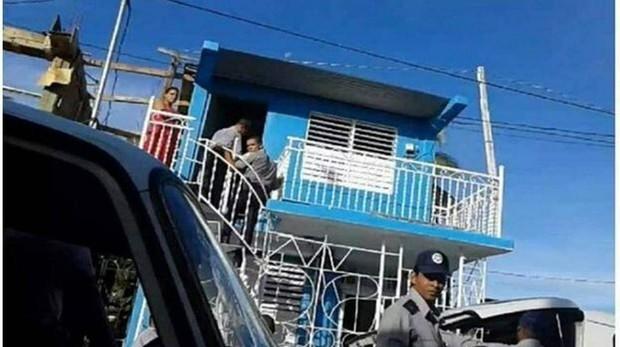 La Policía durante un asalto a la sede de Unpacu