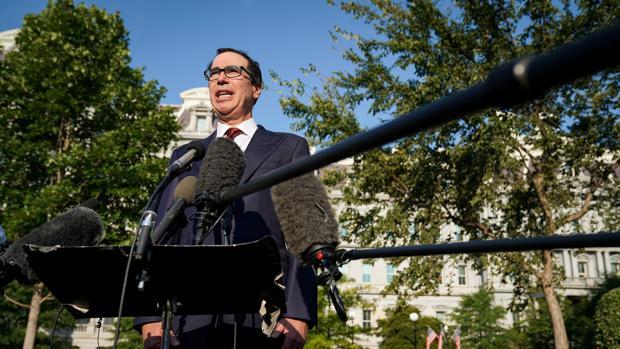 El secretario del Tesoro de EE.UU., Steve Mnuchin, responde a preguntas de la prensa el pasado jueves