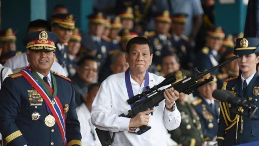 Rodrigo Duterte al jefe de policía de una ciudad filipina: «Eres libre de matar a todos»