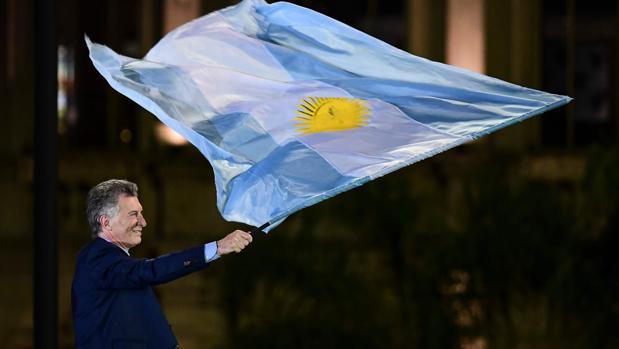 Fernández cierra la campaña entre lágrimas y Macri pletórico