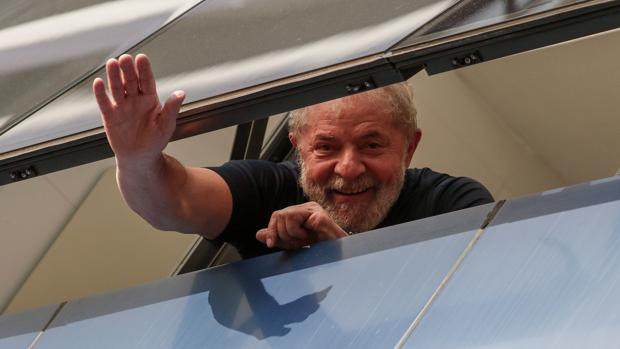 El Supremo de Brasil aprueba revocar una ley que podría liberar a Lula da Silva