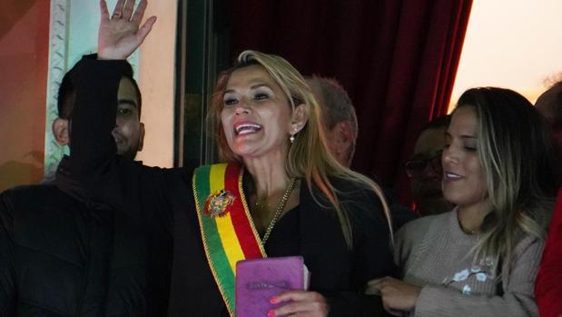 La senadora opositora Jeanine Áñez asume este martes la Presidencia interina de Bolivia tras la renuncia de Evo Morales