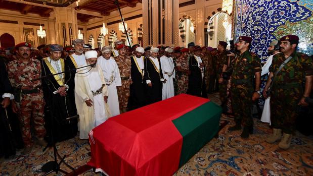 El nombre del sucesor al trono de Omán, oculto en un sobre