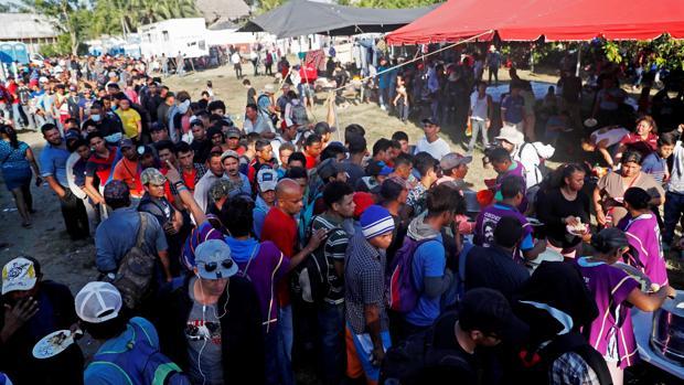 México frena la nueva caravana de inmigrantes en su frontera sur