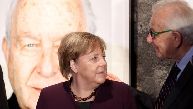 Merkel contrapone democracia a Holocausto en el 75º aniversario de la liberación de Auschwitz