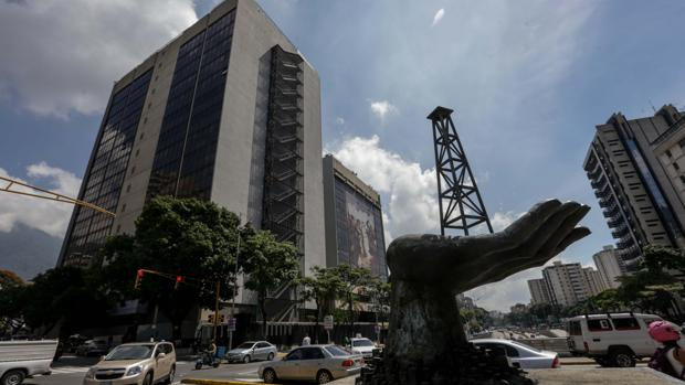 Maduro negocia privatizar la petrolera PDVSA por falta de dinero para reflotarla