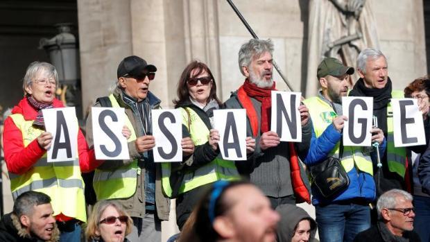 Un centenar de médicos pide que Assange reciba atención sanitaria urgente
