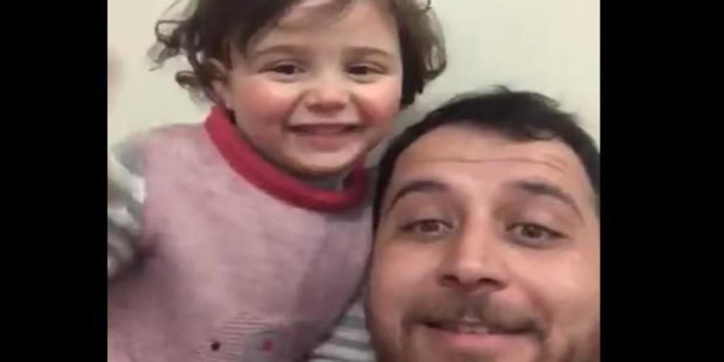 En vídeo: Un padre sirio enseña a su hija a reírse cada vez que cae una bomba