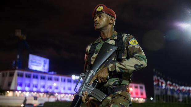 Acusaciones de sabotaje y fraude en la República Dominicana tras suspenderse las elecciones municipales