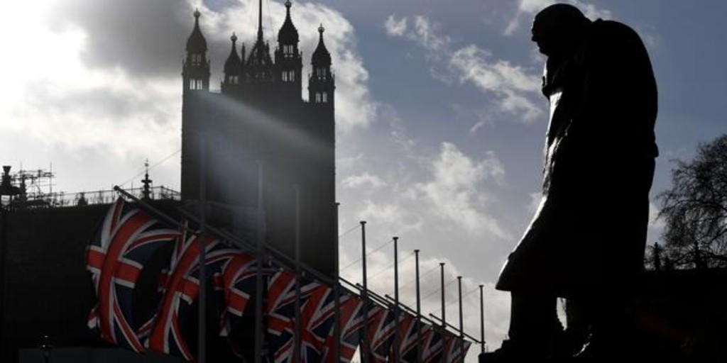 El Reino Unido pedirá a los inmigrantes hablar inglés y llegar con una oferta de trabajo