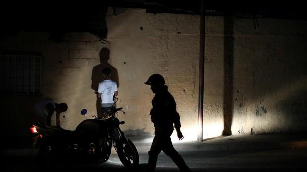 La policía de Maduro detiene a tres diputados tras la manifestación convocada por Guaidó