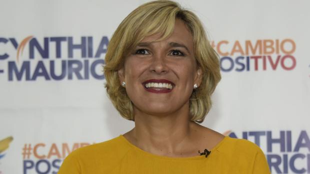 La alcaldesa de Guayaquil, que prohibió aterrizar a Iberia, da positivo por coronavirus