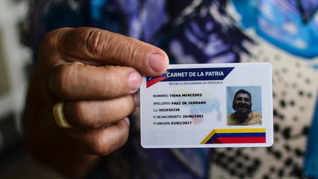 Maduro concede un bono especial a los poseedores del carnet chavista por el coronavirus