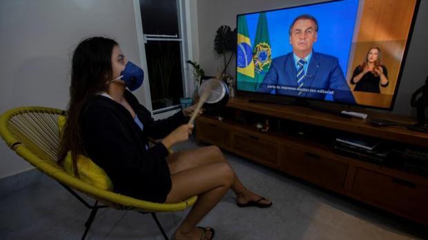 Bolsonaro califica al coronavirus de «resfriadito» y critica el confinamiento