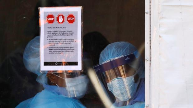 Trump firma el histórico plan de estímulo por el coronavirus tras la aprobación del Congreso
