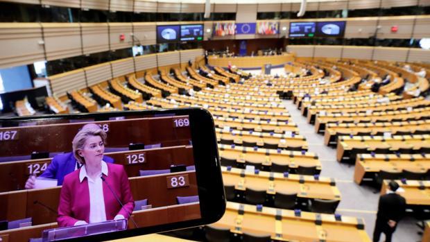 La Comisión europea «analizará» la polémica decisión de Orbán
