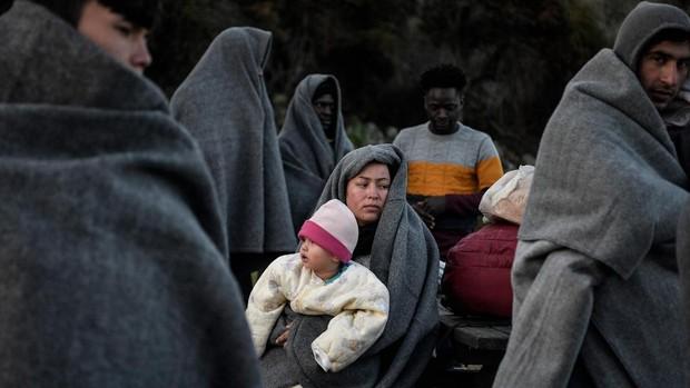Grecia trasladará a unos 1.000 refugiados de los campos de las islas a hoteles